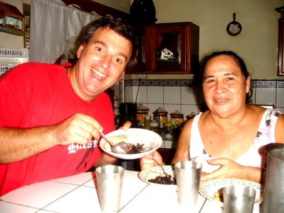 Comiendo en la casa de Maritza, arroz, frijoles, huevo y cuadrado