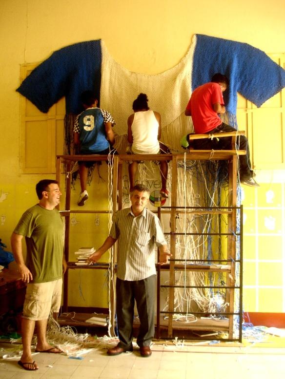 Tejiendo la Remera de Nicaragua con bolsas plasticas