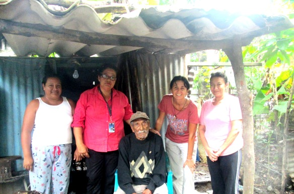 visitando el barrio Cosme Espesote con Guadalupe y Lillia